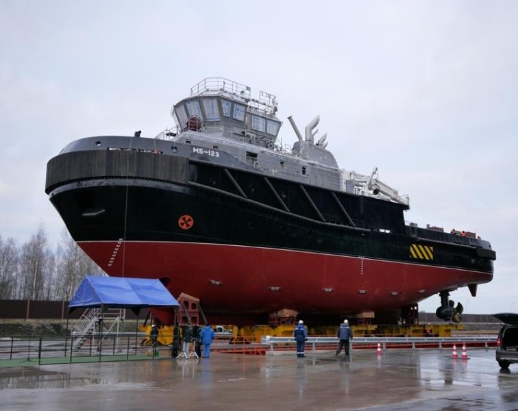 Pella Shipyard launches second salvage tug