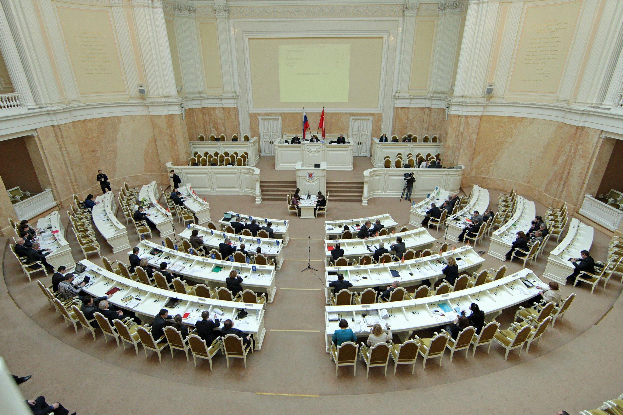 Беглов блестяще выступил в Мариинском дворце, а соратники Макарова сели в лужу
